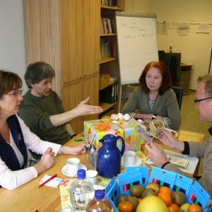 Bastelkunst für´s Bürgerbüro: Marion Tillmann, Guntram Müller, Sandra Bennett, Jochen Ott