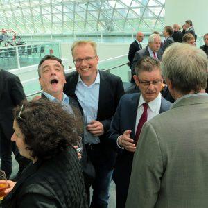 Jochen Ott und Michael Groscheck feiern Koalitionsvertrag 2023