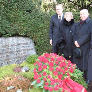 Kranzniederlegung Melatenfriedhof: Jochen Ott, Anke Brunn, Erich Henke, Norbert Burger